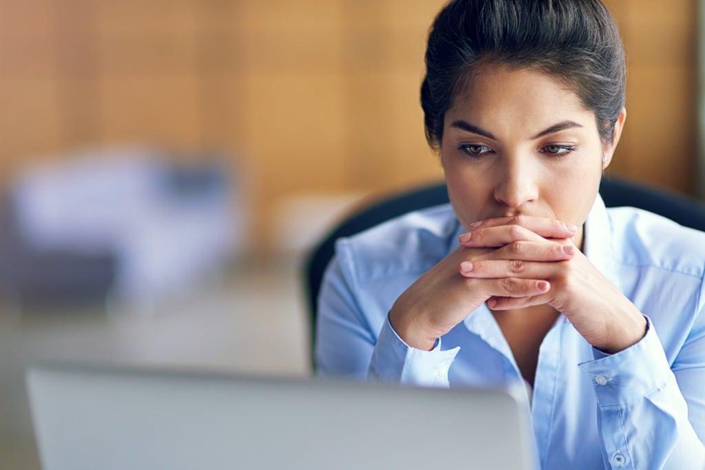 Distressed-woman-using-laptop